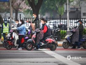出门带伞!北京现微弱降雨 今天下午大部有雨
